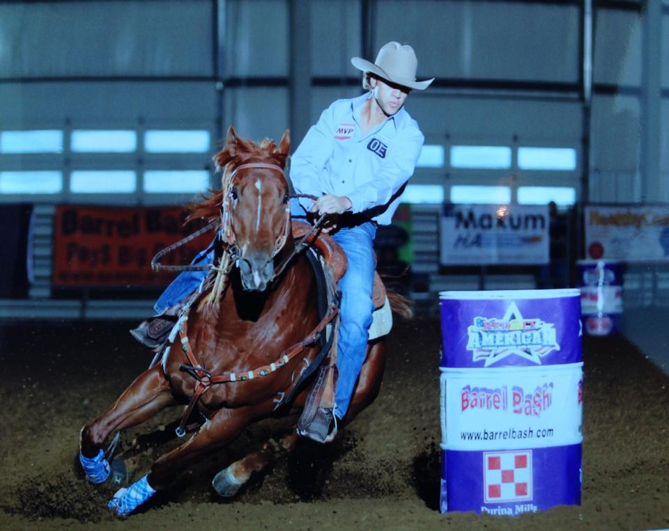 Willie B Firewater by fwf owned by Lynn and Roy Cicman won 1st in the consolation Futurity finals! He was also 6th in the breeders futurity.
